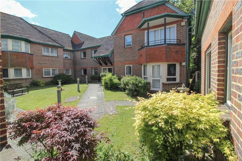 2 Bedrooms Apartment Flat for sale in Oaklands, Yateley, GU46