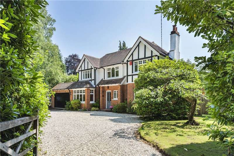 4 Bedrooms Detached House for sale in Chandlers Lane, Yateley, GU46