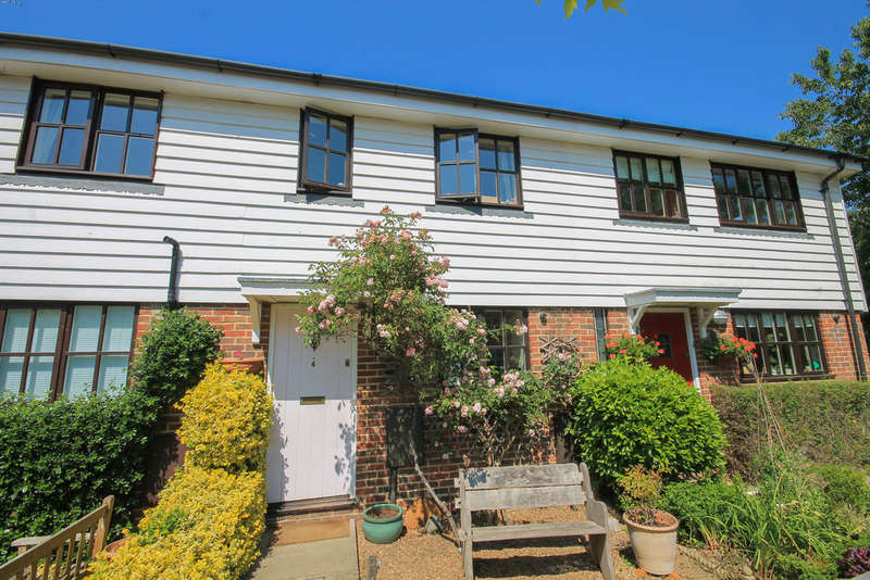 2 Bedrooms Terraced House for sale in Blenheim Fields, Forest Row