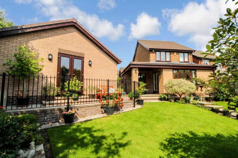 3 Bedrooms Detached House for sale in Cringle Close, Bolton