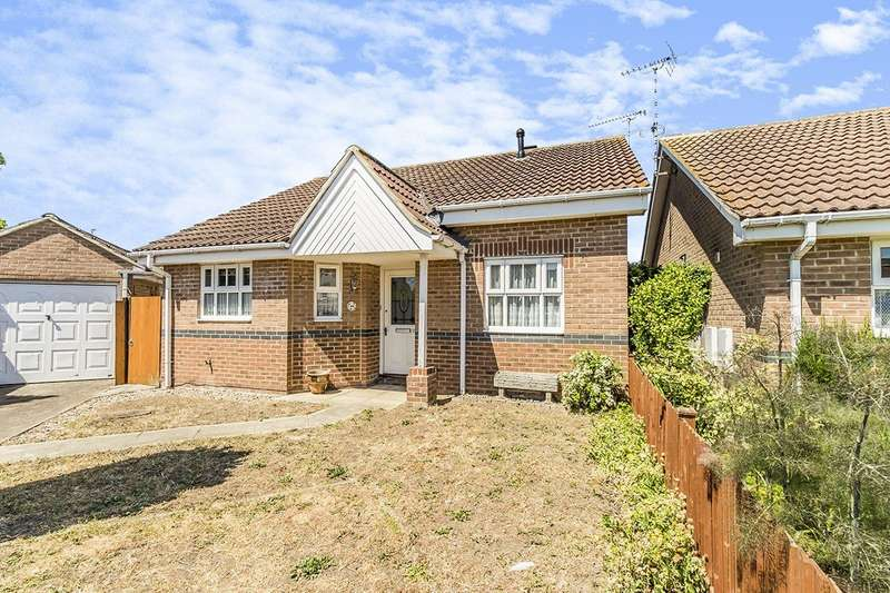 2 Bedrooms Detached Bungalow for sale in Clover Lay, Rainham, Kent, ME8