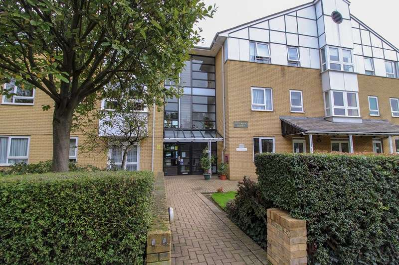1 Bedroom Apartment Flat for sale in Highwood Court, Potters Lane, New Barnet, Hertfordshire, EN5