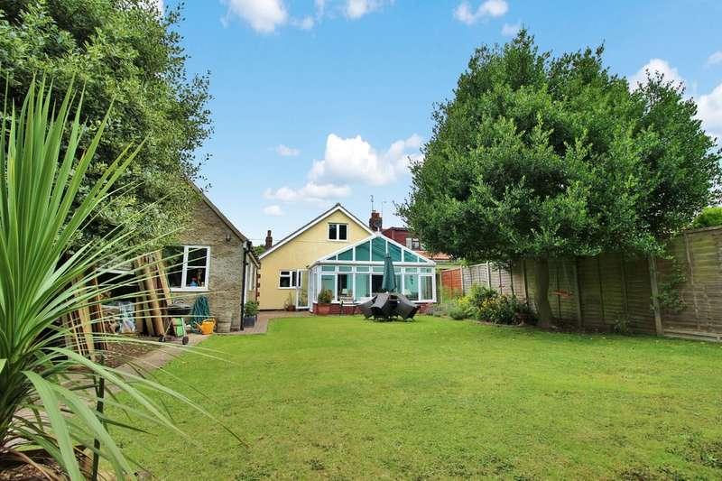 3 Bedrooms Semi Detached Bungalow for sale in Plumstead Road, Norwich