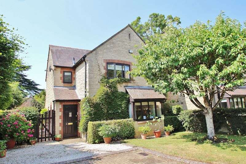 4 Bedrooms Property for sale in Sycamore Close, Witney