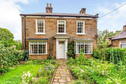3 Bedrooms Semi Detached House for sale in Newton Road, Great Ayton, North Yorkshire, Uk