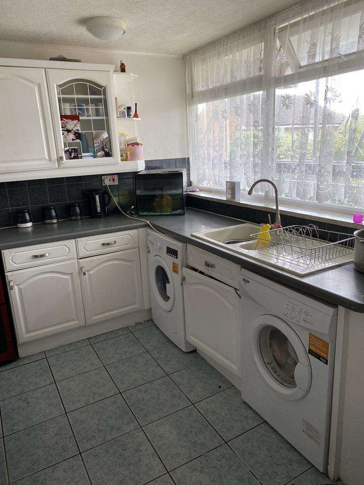 3 Bedrooms Flat for sale in Hunton House, Rookery Gardens, Orpington, Kent, BR5 4BD