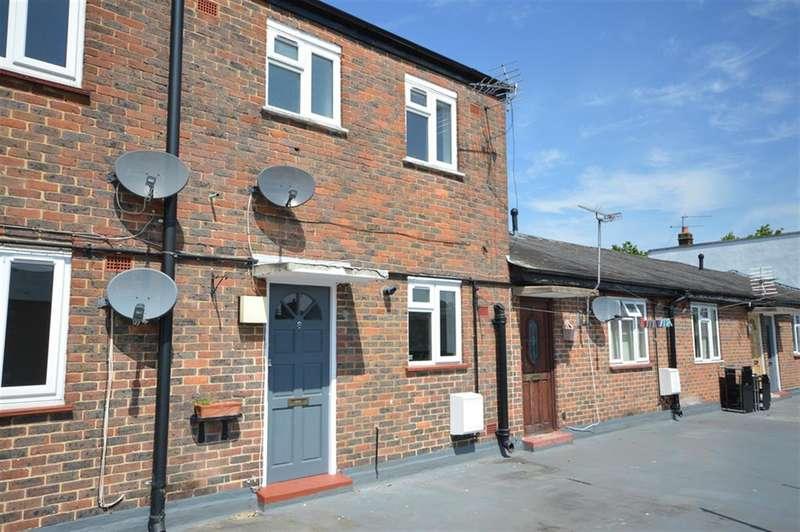 2 Bedrooms Maisonette Flat for rent in Lion Court , Hemnall Street, Epping, Essex