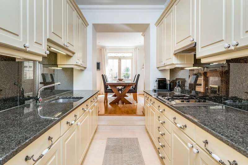 2 Bedrooms Apartment Flat for sale in Royal Crescent, Bath, BA1