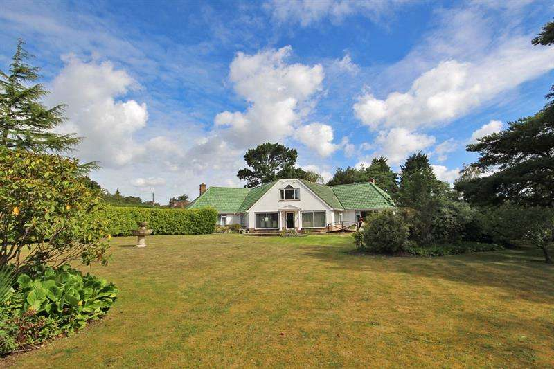 4 Bedrooms Detached House for sale in Sandy Down, Boldre, Lymington, Hampshire, SO41