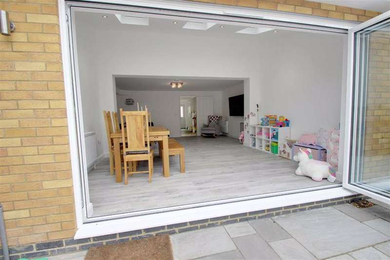 5 Bedrooms Town House for sale in Kings Langley, Hertfordshire