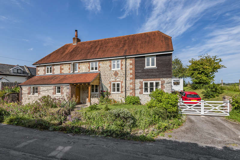 4 Bedrooms Detached House for sale in Upton Scudamore, Warminster