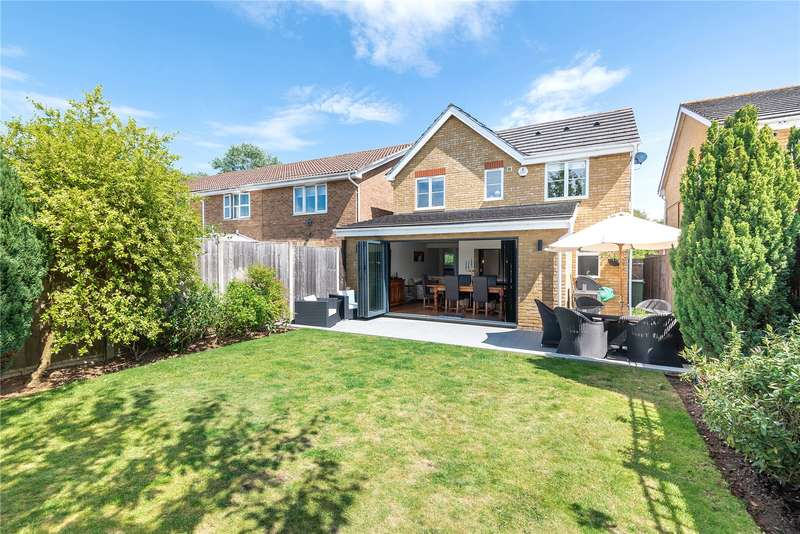 3 Bedrooms Detached House for sale in Binstead Close, Hayes, Middlesex, UB4