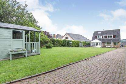 3 Bedrooms Detached House for sale in Central Drive, Wingerworth, Chesterfield, Derbyshire