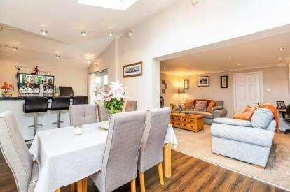 2 Bedrooms Terraced House for sale in Antelope Gardens, ., Warwick, Warwickshire