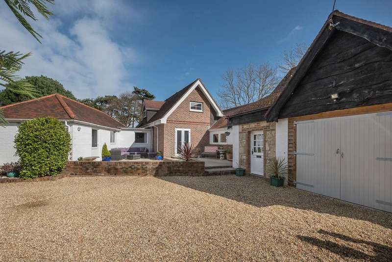 4 Bedrooms Detached House for sale in Norton, Isle of wight