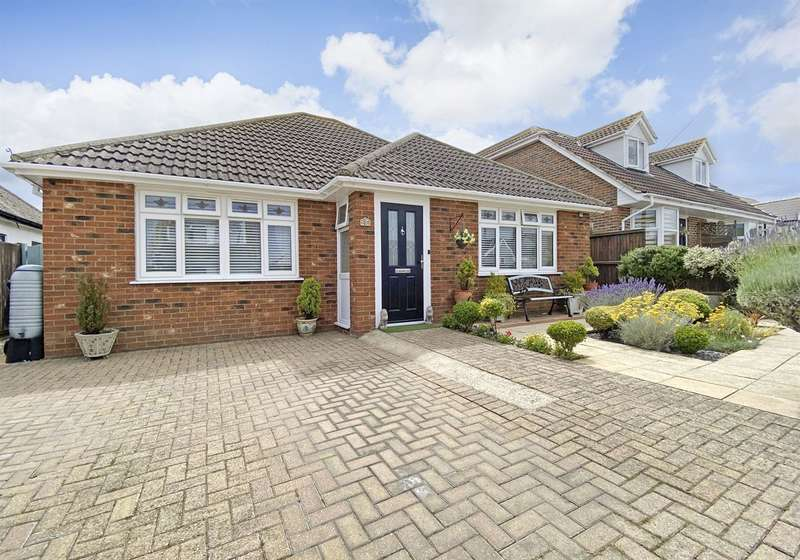 3 Bedrooms Detached Bungalow for sale in Wolseley Avenue, Herne Bay