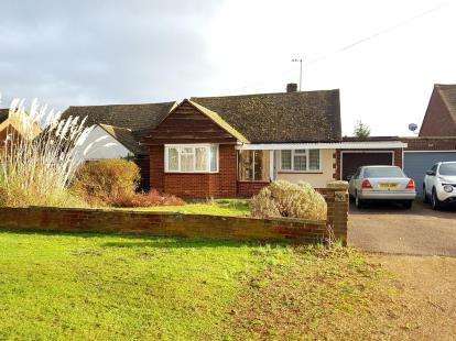 3 Bedrooms Bungalow for sale in Shefford Road, Meppershall, Shefford, Bedfordshire