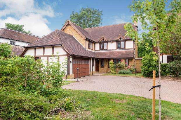 5 Bedrooms Detached House for sale in Cobham, Surrey