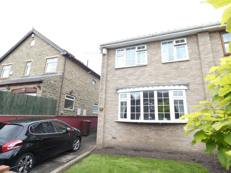 3 Bedrooms Semi Detached House for sale in Springstone Avenue, Ossett, West Yorkshire, WF5