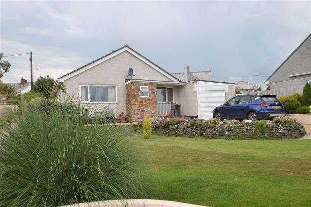 3 Bedrooms Detached Bungalow for sale in Meadow Park, Trewoon, St. Austell