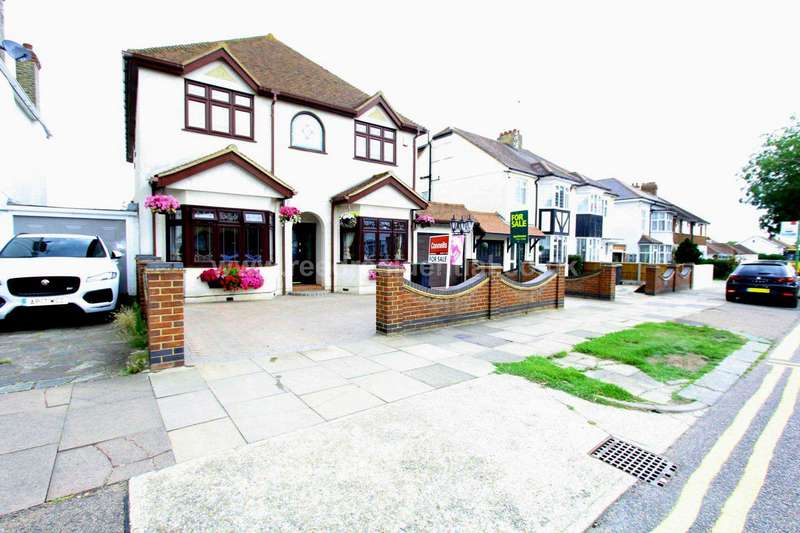5 Bedrooms Detached House for sale in Carlton Avenue, Westcliff On Sea