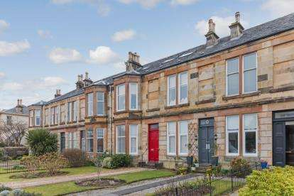 5 Bedrooms Maisonette Flat for sale in Douglas Street, Largs