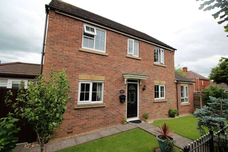 3 Bedrooms Detached House for sale in Hatters Court, Bedworth, CV12