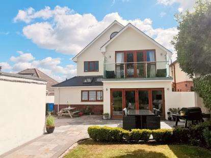 5 Bedrooms Detached House for sale in Hamworthy, Poole, Dorset