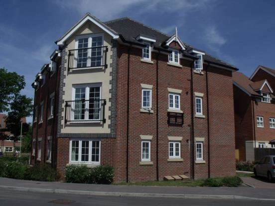 2 Bedrooms Flat for sale in Lindford, Bordon, Hants