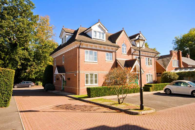 2 Bedrooms Apartment Flat for sale in Chesswood Court, Bury Lane, Rickmansworth