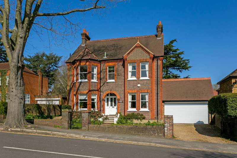 6 Bedrooms Detached House for sale in Nightingale Road, Rickmansworth