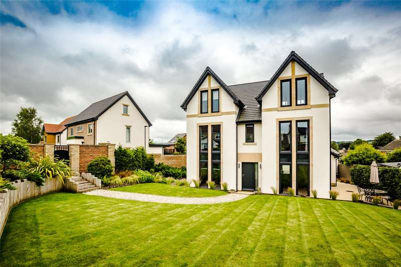 5 Bedrooms Detached House for sale in Castle Mount, Mirfield, West Yorkshire, WF14
