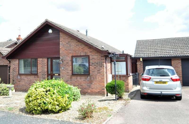 2 Bedrooms Detached Bungalow for sale in Dakings Drift, Halesworth