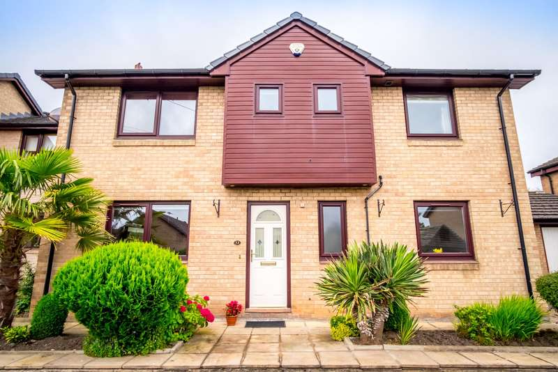 4 Bedrooms Detached House for sale in Bolehill Park, Hove Edge, HD6 2RS