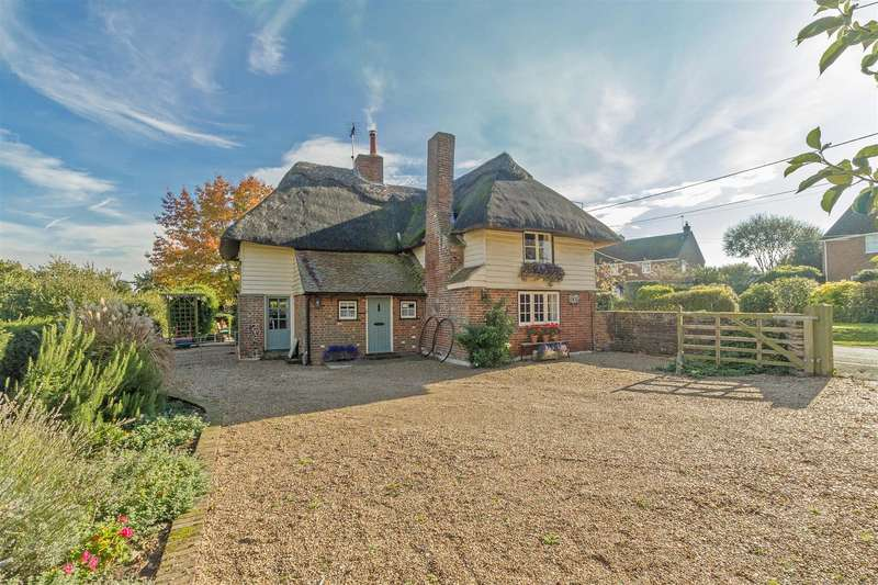 3 Bedrooms Detached House for sale in Kingsdown, Sittingbourne