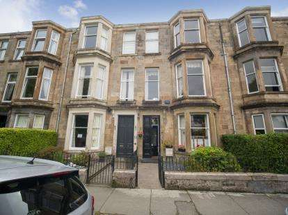 4 Bedrooms Terraced House for sale in Prince Albert Terrace, Helensburgh
