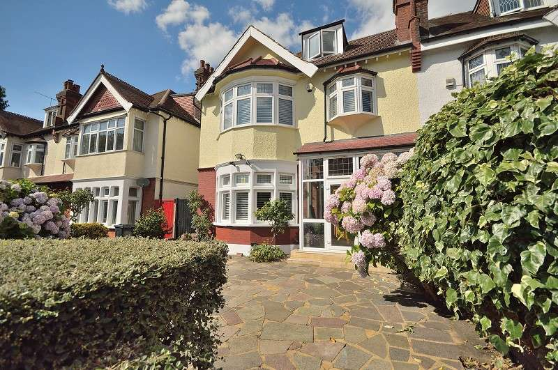 6 Bedrooms Semi Detached House for sale in Aldermans Hill, Palmers Green, London. N13