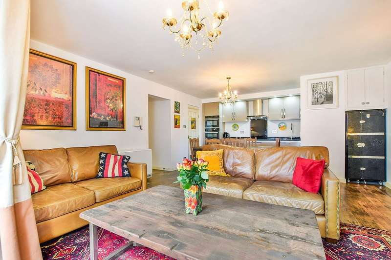 3 Bedrooms Apartment Flat for sale in Velvet Court, Granby Row, Manchester, Greater Manchester, M1