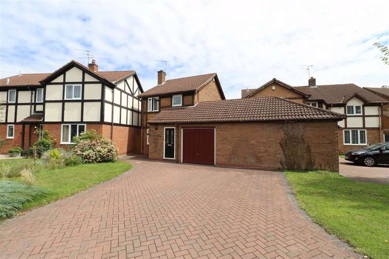 3 Bedrooms Detached House for sale in Cleeves Avenue, Warwick, CV34