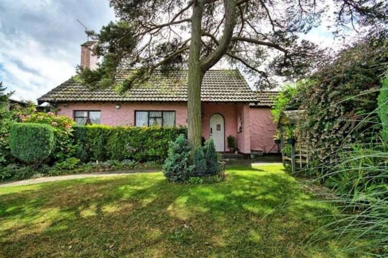 2 Bedrooms Bungalow for sale in Broadlawn, Leigh-on-Sea, Essex, SS9