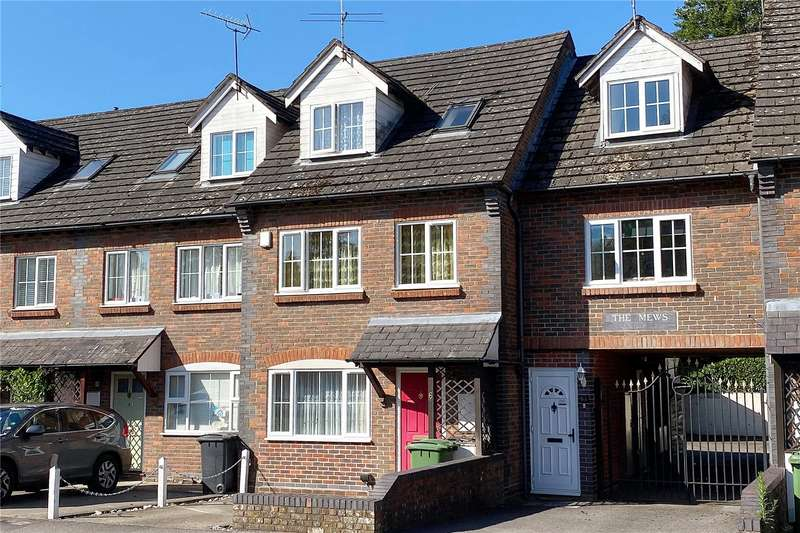 4 Bedrooms Terraced House for sale in The Mews, Madeline Road, Petersfield, Hampshire, GU31