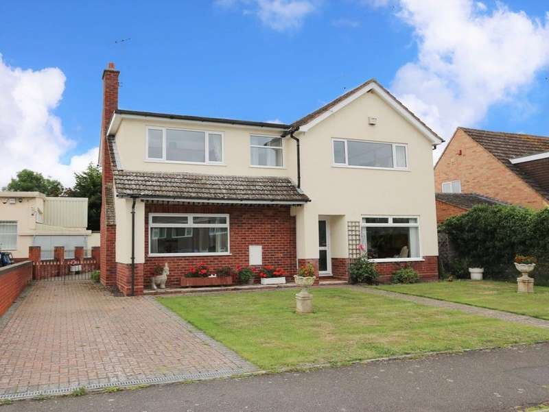 4 Bedrooms Detached House for sale in Newport Drive, Alcester, B49