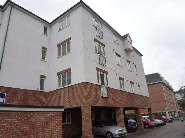 2 Bedrooms Apartment Flat for sale in Vectis Way, Cosham, Portsmouth