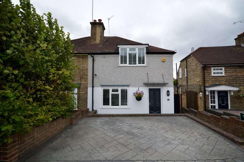 3 Bedrooms Semi Detached House for sale in Green Walk, Crayford, Dartford, DA1