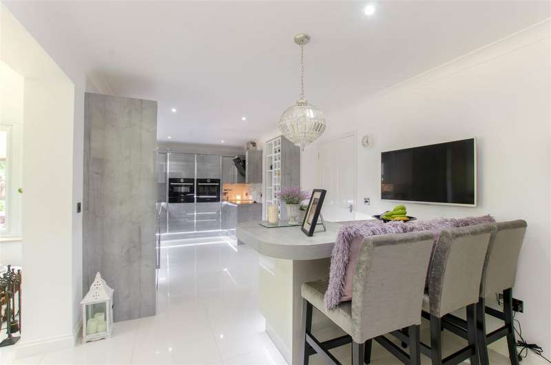 4 Bedrooms Detached House for sale in Wymondham, NR18