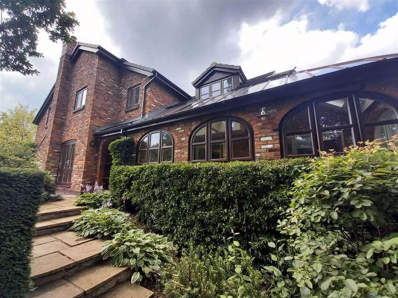 5 Bedrooms Detached House for sale in Foxhill Chase, Offerton