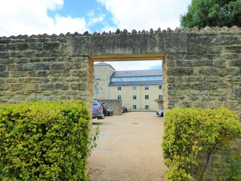 2 Bedrooms Apartment Flat for sale in Cotswold Mill, Cirencester, Gloucestershire