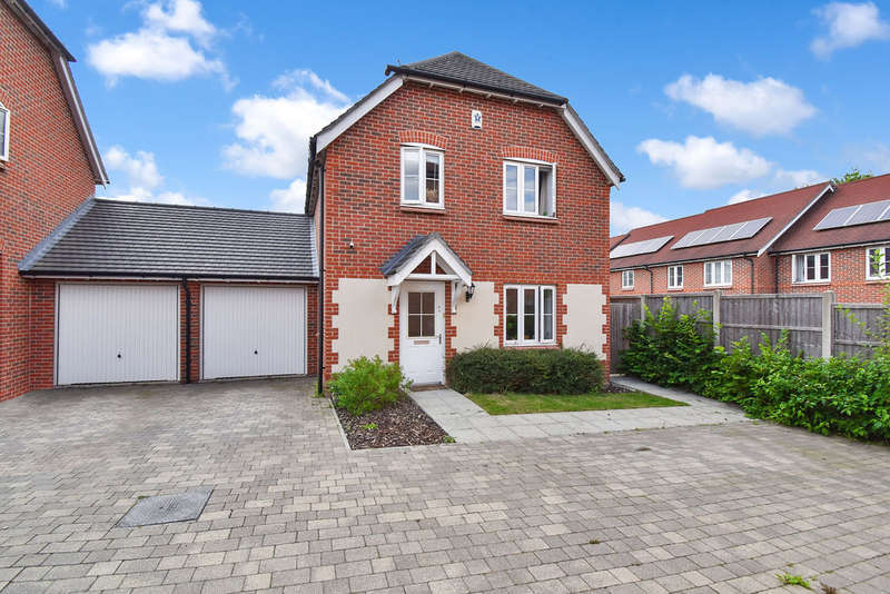 3 Bedrooms Semi Detached House for sale in Perch Close, Ashford