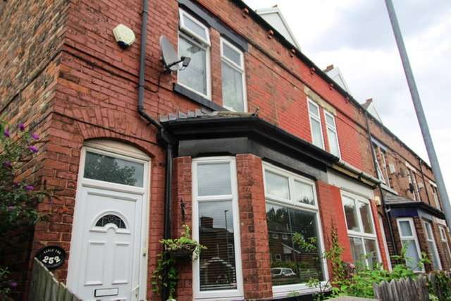 3 Bedrooms End Of Terrace House for sale in Abbey Hey Lane, Abbey Hey, Manchester, Greater Manchester, M18