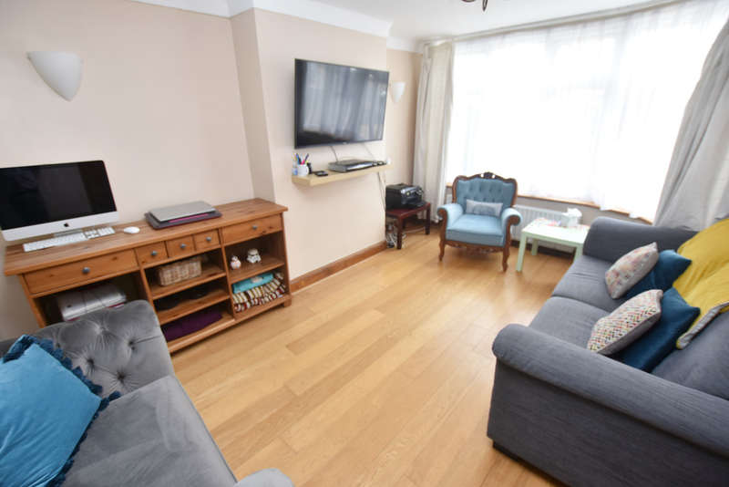 5 Bedrooms Semi Detached House for sale in The Heights, Northolt, ub5 4bt